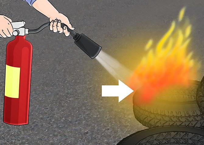 Cần đưa bình chữa cháy Co2 tiếp cận đám cháy